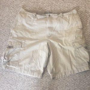 Men's size 42 cargo shorts